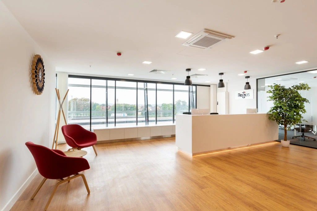 Regus_Augsburg_City_Reception_2_withoutpeople-min