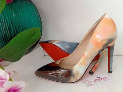 Orangish marble heel