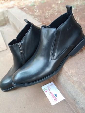Black size zip boot