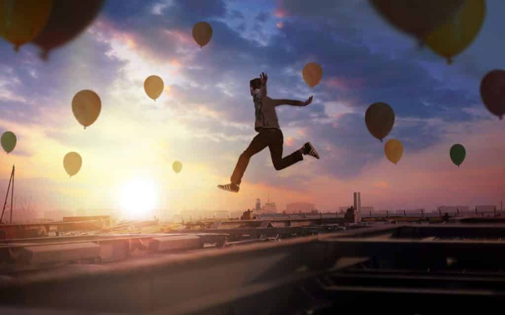 balloons people mood sidewalk men women males females children sky wallpaper 1 1 1 - Por que a algunas personas les causa molestia cuando mejoramos