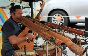 tocando didgeridoo usando respiracion circular