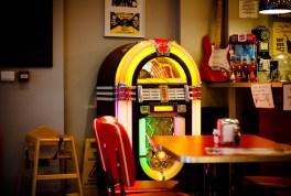 Jukeboxes - usados en años 60 en tiendas y bares para dar Música ambiental o crear hilo musical y permitía al publico elegir la música que quería oír.