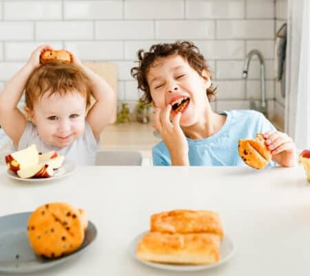 Quick Guide: Teaching Table Manners to Toddlers & Preschoolers