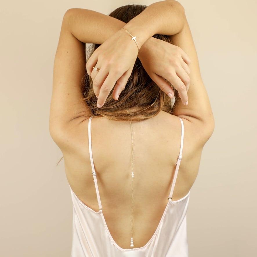 Collier chute de dos perles