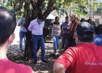 Warga ikat Walikota diikat di pohon, doc/net