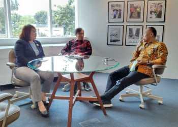Foto : Edi Purwanto (tengah) bersama Ketua DPRD Kaltara, Norhayati Andris saat berkonsultasi dengan Dirjen Dukcapil Zudan Arif Fakrulloh (21/4/2021)