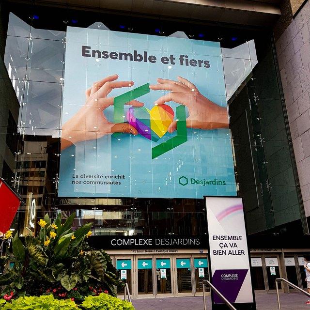 Murale imprimée dans la vitrine du complexe Desjardins à Montréal