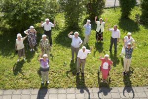 Unsere Senioren und Seniorinnen im Garten