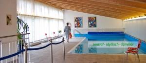 Schwimmbad / Innenpool Seniorenwohnheim Olching