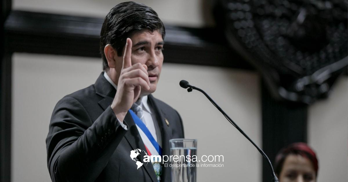 Carlos Alvarado dejó el país este sábado