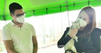 Daniel Salas y Vivian Calvo en feria de adopción. Cortesía Catrix para AMPrensa.com