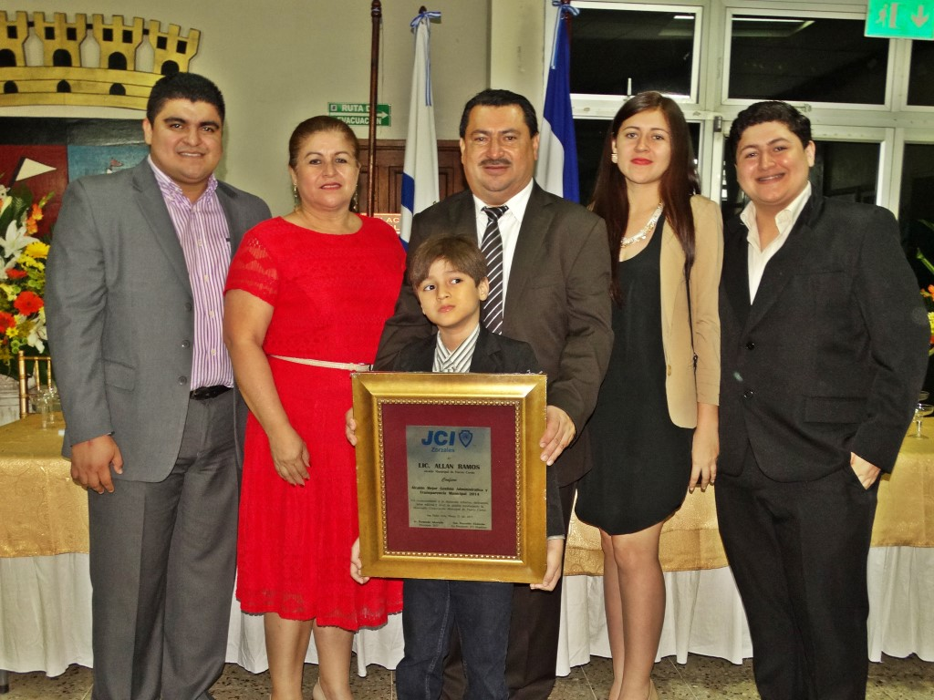 Mejor Alcalde de Honduras otorgado por la JCI Zorzales