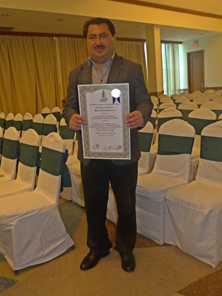 Reconocimiento por Cumplimiento 100% publicación de Informacion de Oficio según Ley de Transparencia - IAIP