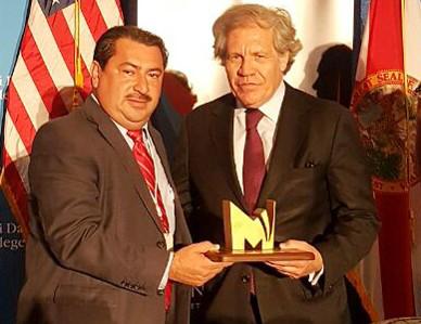 """Premio Primera Edición:  """"Mejor Gobierno de Latinoamérica, Mejor Alcalde de Centroamérica""""  galardon entregado por el Secretario de la OEA, Luis Almagro."""