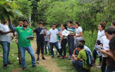 Seguimos educando en Materia Ambiental a estudientes que habitan en la Cuenca del Rio Tulian.