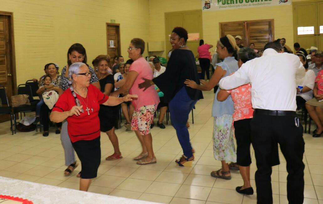 Continuamos Festejando con nuestros Abuelitos en las Tardeadas de Adultos Mayor.