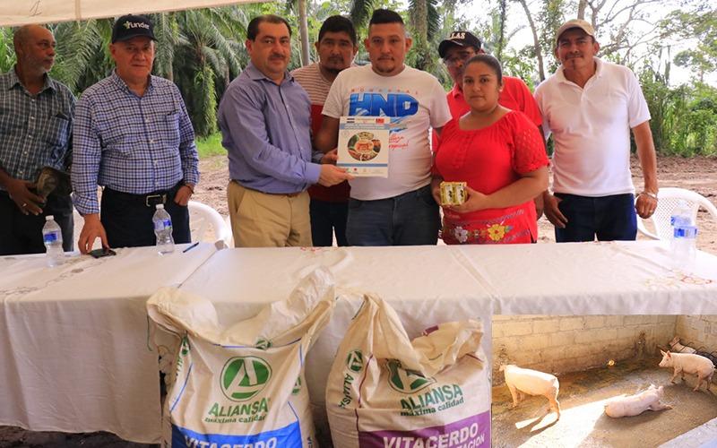 Hicimos entrega de Proyecto Porcino a Socios de Caja Rural de Ahorro y Crédito, en El Mango.