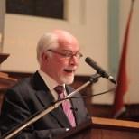 "Ds André F. Troost, oud-DmB-predikant, leest zijn indringende en prachtige gedicht ""Wederkomst in Mokum. Klein visioen"""