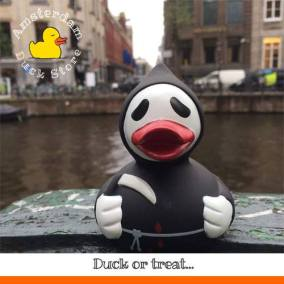 Scary rubber duck Herengracht Amsterdam Duck Store