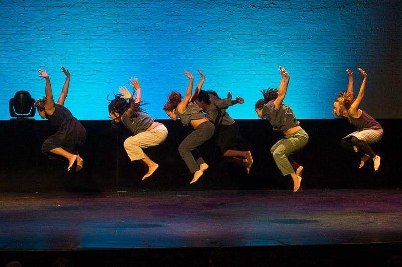"Urban Bush Women perform ""Shelter"" by Jawole Willa Jo Zollar. (101800)"