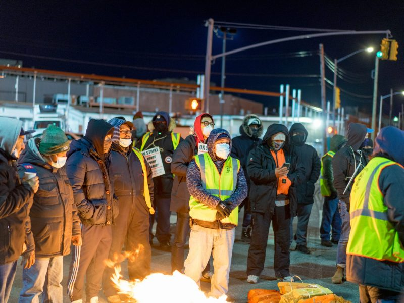 Teamsters Local 202 picket line at Hunts Point (301204)