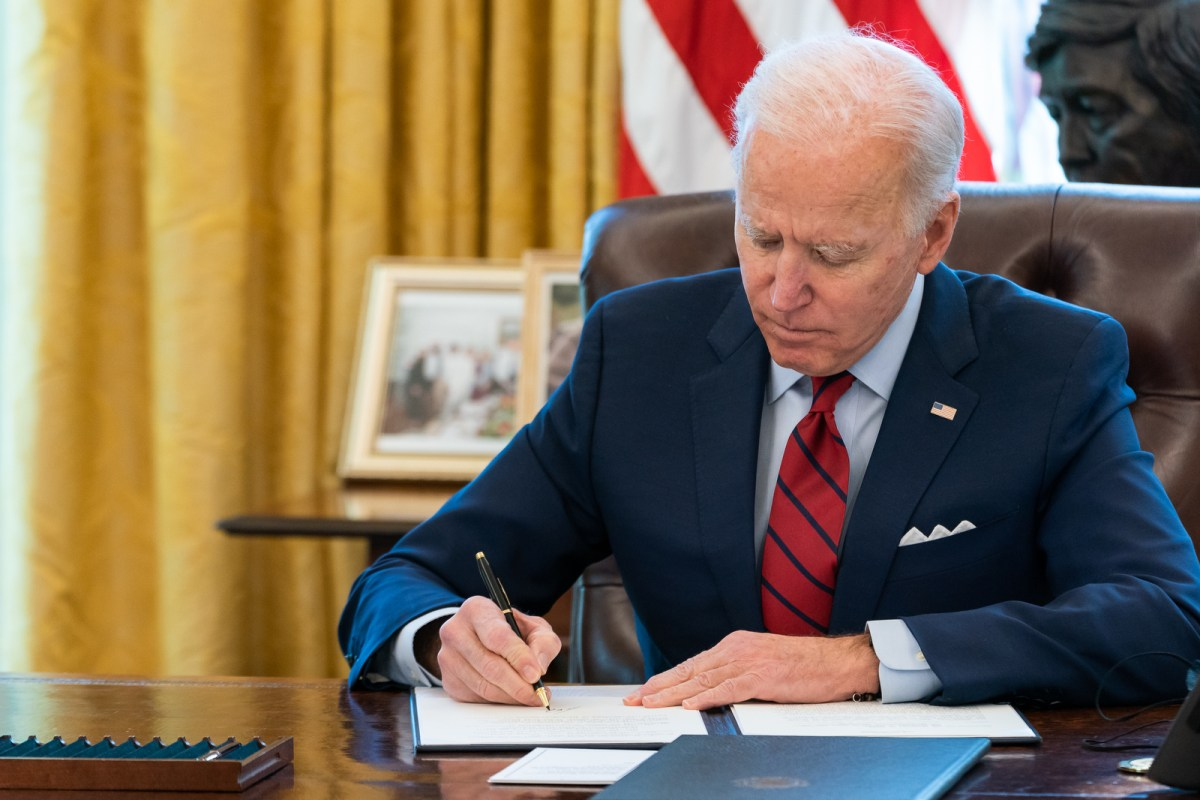 President Joe Biden signs two executive orders on healthcare Thursday, Jan. 28, 2021, in the Oval Office of the White House. (303046)