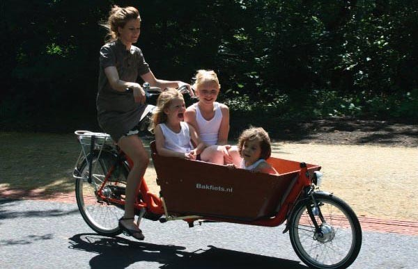 Mum with kids and toddlers in a Bakfiets in Amsterdam