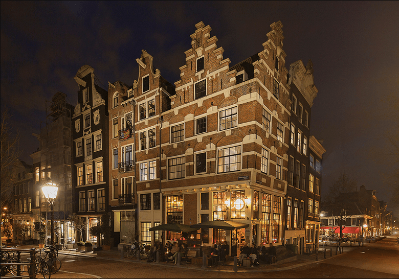 Cafe Papeneiland, Amsterdam at night
