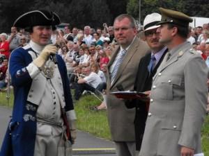 Mehr als 15.000 Zuschauer folgten der Darstellung der Schlacht bei Minden, die Hans-Jürgen Amtage mit Experten moderierend begleitete. Foto: PR