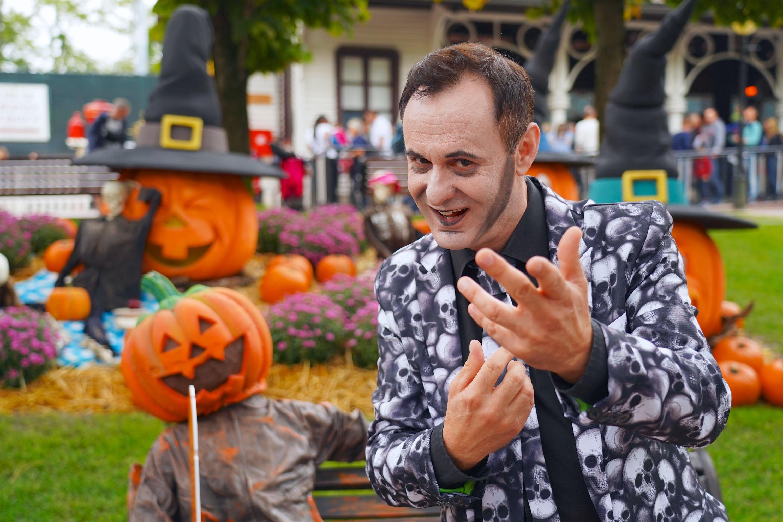 Halloween A Gardaland.Among Giant Pumpkins And Monsters Of All Kinds The Season Of