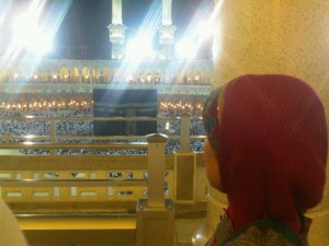 amuslima sister looking at the kabah  Knowing the signs when we get further away from Allah SWT. bundamenatapkabah