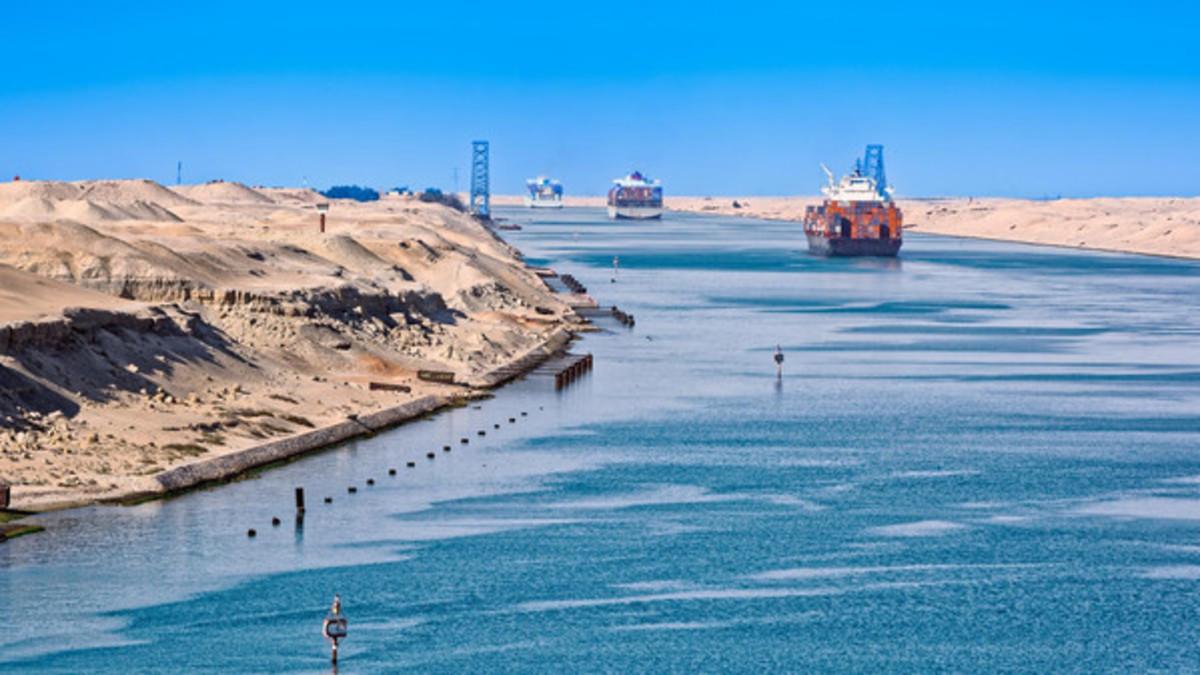 «قناة السويس» تخفض رسوم عبور سفن السيارات من شمال غرب أوروبا لميناء سنغافورة 8% ثلاثة أشهر - أموال الغد