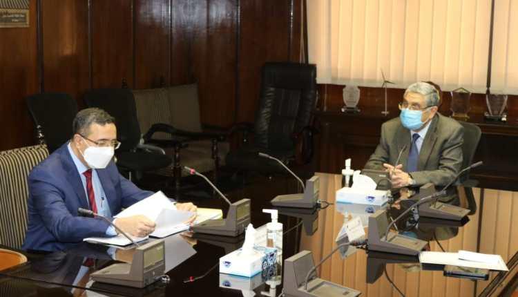 وزير الكهرباء والسفير الهندي