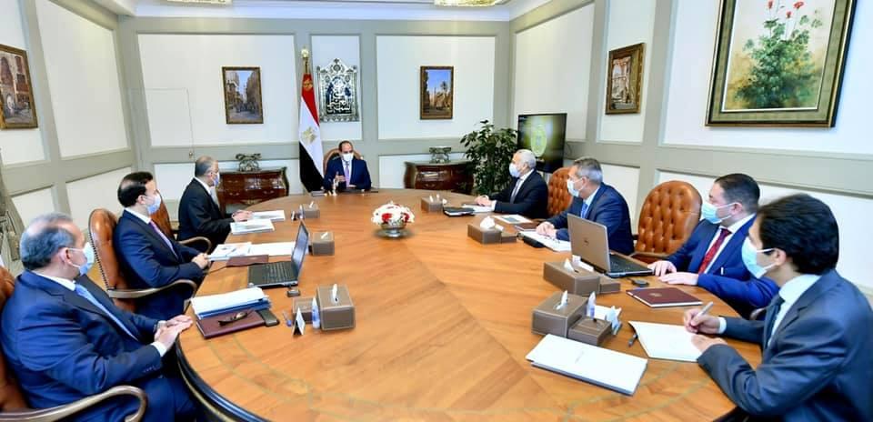 الرئيس السيسي يجتمع بقيادات القطاع المصرفي