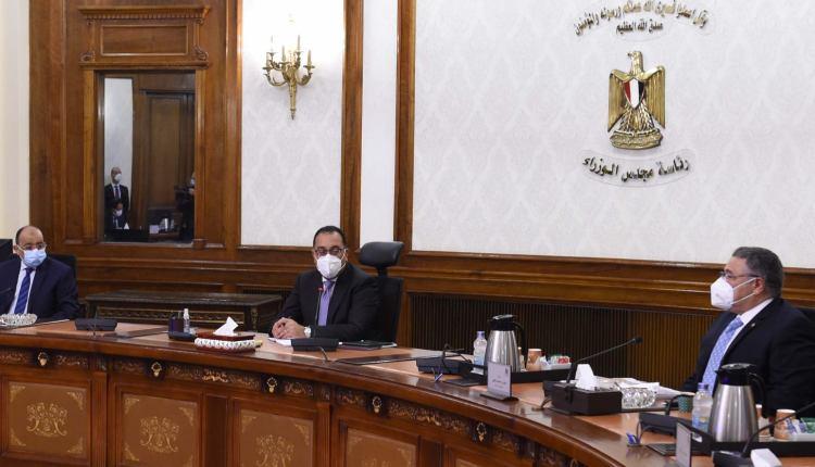 رئيس الوزراء خلال مناقشة مشروع ريفيرا السياحي