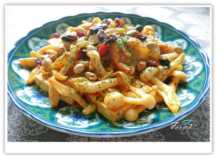 [蔬食]健康又有飽足感!泡菜菇菇豆腐煮
