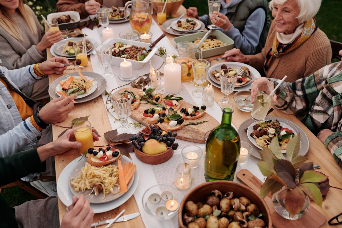 7 Tips For Hosting A Small Party On A Shoestring Budget