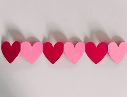 Check out these 8 Valentine's day ideas that kids actually want! Ditch the candy and go with something fun and interactive this year! Let's make Valentine's Day fun for the kids again. #valentinesday #valentinesideas #noncandygifts #vdayideas #valenteinesdayforkids #valentinescrafts