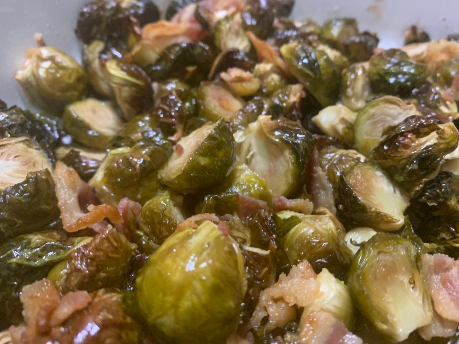 This delicious side is perfect for fall and may make a bacon lover enjoy this leafy green. Try these caramelized brussels sprouts with bacon for your next family side. #fallrecipe #brusselssprouts
