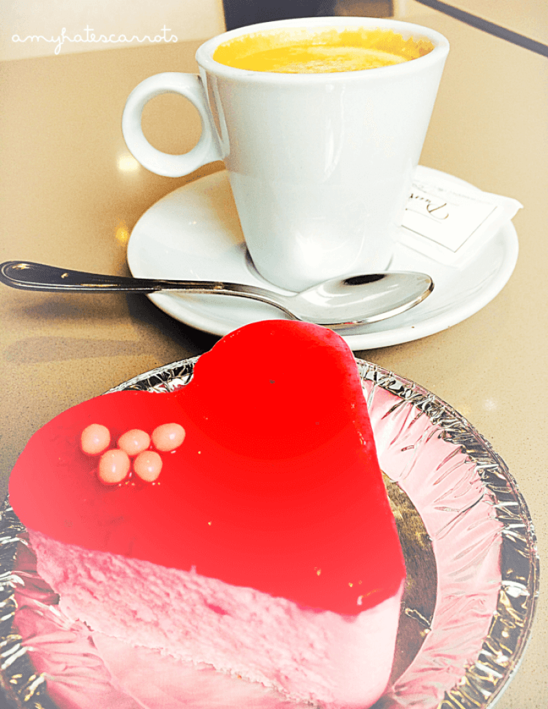 Granada Cafe & Dessert | A guide to ordering coffee in Spain
