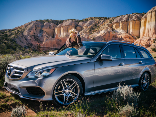 Amy and a Mercedes-Benz E350 Tour the American Southwest Desert