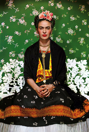friday-kahlo-on-white-bench-new-york-1939-nickolas-muray.jpg