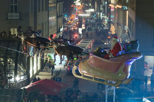 Santa glides overhead at the Weihnachtsmarkt in Hamberg, Germany. Courtesy www.mediaserver.hamburg.de/C. Spahrbier
