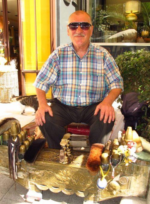 Istanbul shoe shine man