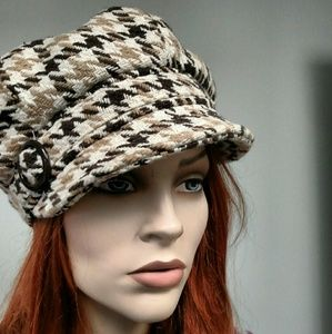 newsboy hat, brown plaid