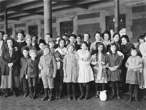 Ellis Island Immigrants 1908 US Govt
