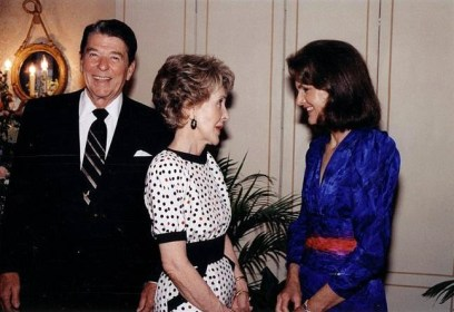 Jacqueline Kennedy Onassis with the Reagans on June 24, 1985.  U.S. Government photo