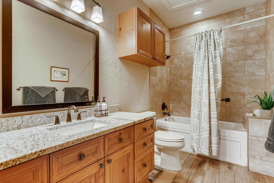 760 Copper Road Unit 202-large-018-017-Bathroom