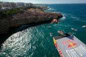 eber-pava-red-bull-cliff-diving-world-series-2010-polignano-italy