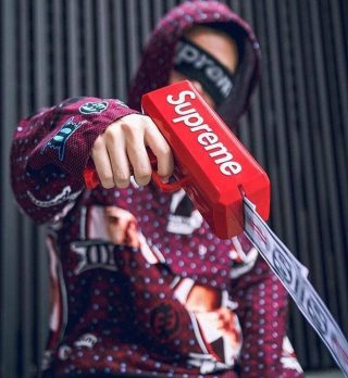 #SUPREME is a brand that has mastered the art of limited supply. The genius behind the brands explosive awareness boils down to Ultra mega rare limited edition products. Now you'd think limited edition means super premium prices and you're right, but here is the strategy that differentiates Supreme. Instead of charging a premium price their products are cheap an affordable. You're probably thinking how is that possible? 🤔 They could have easily made a lot of money but you the charging a lot for each product or increasing inventory. But the genius lies in the fact the everything they produced was exclusive did the first few people that bought it. The brand achieved maximum height when people started reselling the products with over 1000% markup. This combined with heavy collaboration with social media influencers help them gain worldwide brand awareness and recognition. Boom!🎯🙌🏽 #marketingtips #marketingstrategy #creativeagencysydney @supremenewyork